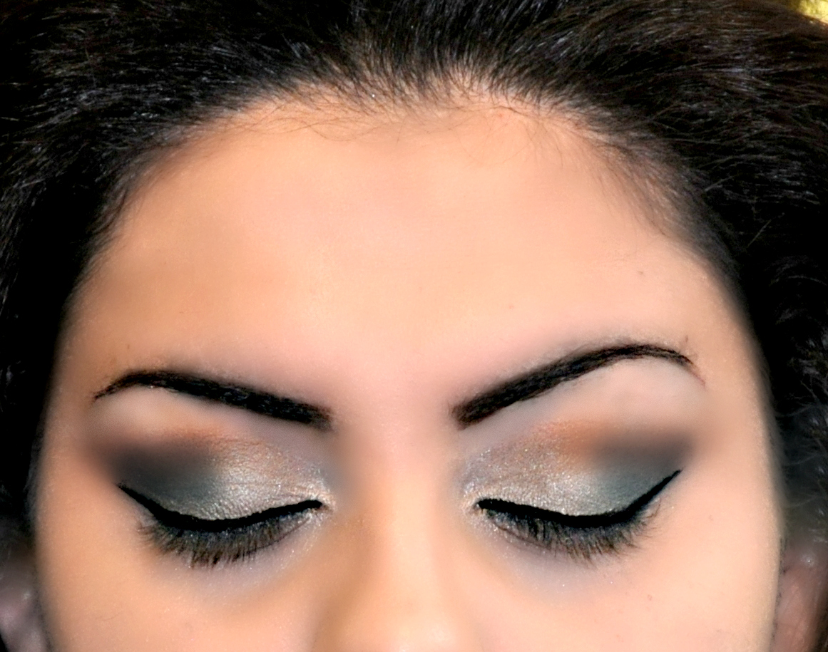 Green Smokey Eyes And Classic Red Lip Makeup Look! | Beautybysarasol )
